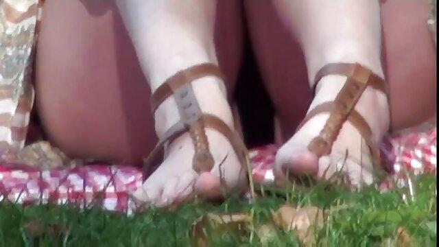 Esposa se traga nylon video porn la carga de un extraño en el asiento trasero 3